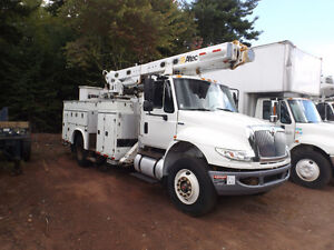 2009 INT BUCKET TRUCKS
