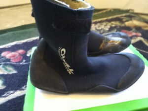Winter surf boots