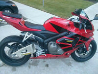 ~~HONDA CBR RR 06, 2-3K IN UPGRADES & PERFECTLY MAINTAINED~~