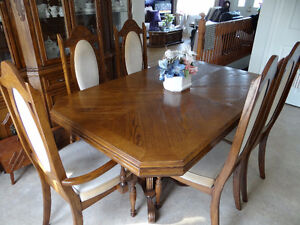 Dust Free 4 shelf hutch with dining room table 6 chairs
