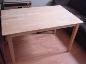 Kitchen table in very good condition