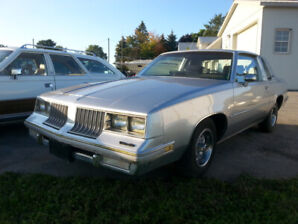 1984 Olds Cutlass Supreme 2 Dr V8 Automatic Buckets & Console