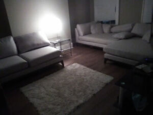 DOWNTOWN Furnished RM (KENT ST) inc. WIFI, Parking, & KING BED!