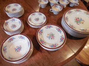 set de vaisselle antique (um)