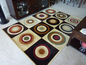 'Roundabout' style Area Rug - 5 x 7