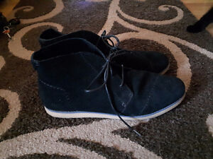 Toms Womens Shoes (Size 12)