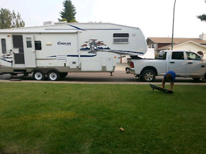 For sale 2005 30ft  cougar 5th wheel.