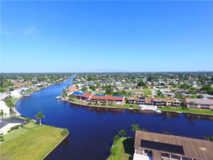 **WATERFRONT LIVING** CAPE CORAL, FL (USA)