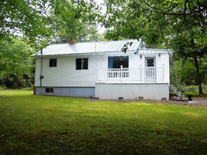 Cute & Cozy Bungalow in Coles Island. Great for a couple.