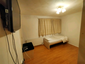 Gorgeous Double room for rent in North Feltham. TW14