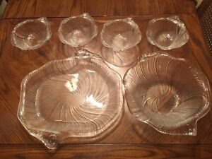 4 individual bowls + 1 serving plate + 1 salad bowl