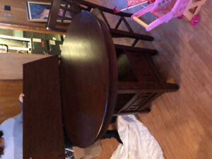 Kitchen table (higher tabke ) with 4  high chairs