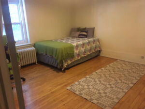 Room available  in downtown Montreal- Everything included!