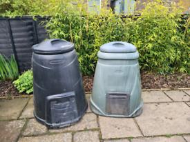2 plastic compost bins
