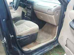 2005 Pontiac Montana Minivan, Van Kingston Kingston Area image 7