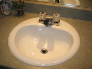 Lavabo et robinetterie