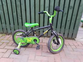 Kids bike with stabilisers.
