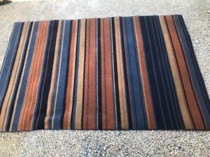 6'  X  8'  AREA RUG IN EXCELLENT CON $40 PICK-UP (204) 229-3266