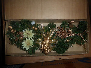 "NEW 18"" Christmas swag with gold lace decor, other swags Kitchener / Waterloo Kitchener Area image 1"