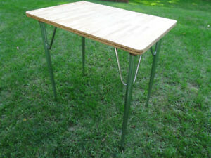 Small table (dining room table or craft table...)
