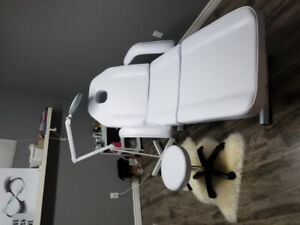 Esthetician/Massage/Lashes White leather chair/stool/light