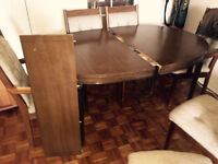 Amazing tique table and 6 chairs