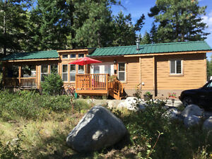 BEAUTIFUL WINE COUNTRY COTTAGE IN PEACHLAND