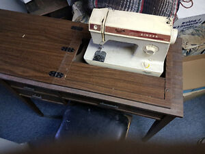 Singer sewing machine with desk/chair