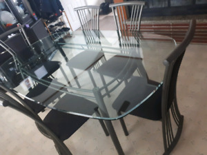 Dining table and 6 matching chairs.