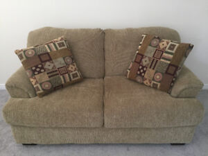 5 Piece Living Room Set with lamps and pillows
