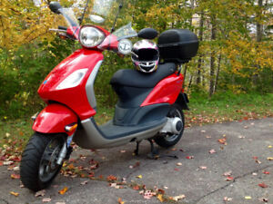 Piaggio 150cc Fly Gas Scooter