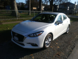2017 Mazda3 SE - Only 7,000 Klicks, Used on Weekends Only