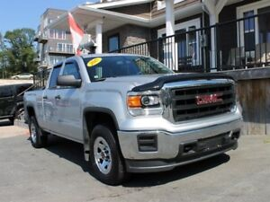 2015 GMC Sierra 1500 / 4.3L V6 / Autoo / 4x4 **Nearly New!!**