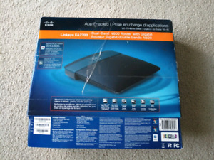 Linksys EA2700 dual-band N600 router with gigabit 2.4 + 5 GHz