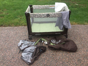 Graco Playpen - Pack & Play - mobile, bassinet & carrying bag