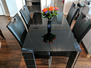 Brand New-like Dining Table 5pc set