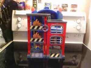 Transformer fire station/ secret lair& Match box pirate play set London Ontario image 3