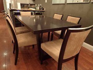 Table en Bois & 6 Chaises  Dark Brown Table w 6 Chairs