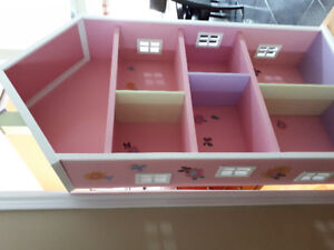 Wooden Dollhouse Display House