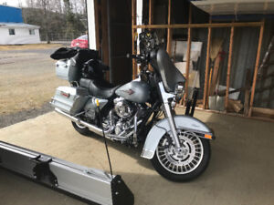2011 Harley Electra Glide - Mint low kms.  Like new.