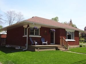 Totally Updated Bungalow in mature neighbourhood - Almonte...