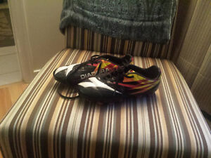 Mens size 7 Diadora cleats