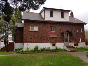 3 Bedroon 2 Bath home in East End Aval July 1st