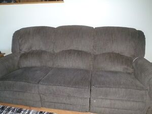 Couch for sale - kaki