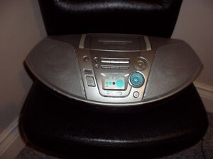 AM/FM CD CASSETT/ STEREO PLAYER