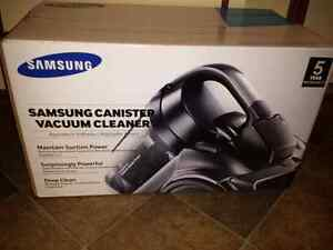 Samsung bagless vacuum.. Brand new in box London Ontario image 1