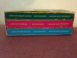 Vintage Anne of Green Gables Softcover Books in Case circa 1942 London Ontario image 5