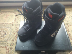 Mens DC Phase size 9 snowboard boots