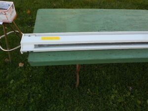 HEATER  ELECRRIC BASEBOARD  8FT 6 INCHES Windsor Region Ontario image 2