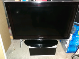 "Samsung 32"" LCD TV monitor"